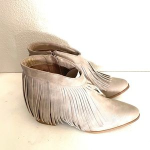 LONDON RAG Fringy metallic ankle boots size 9.5